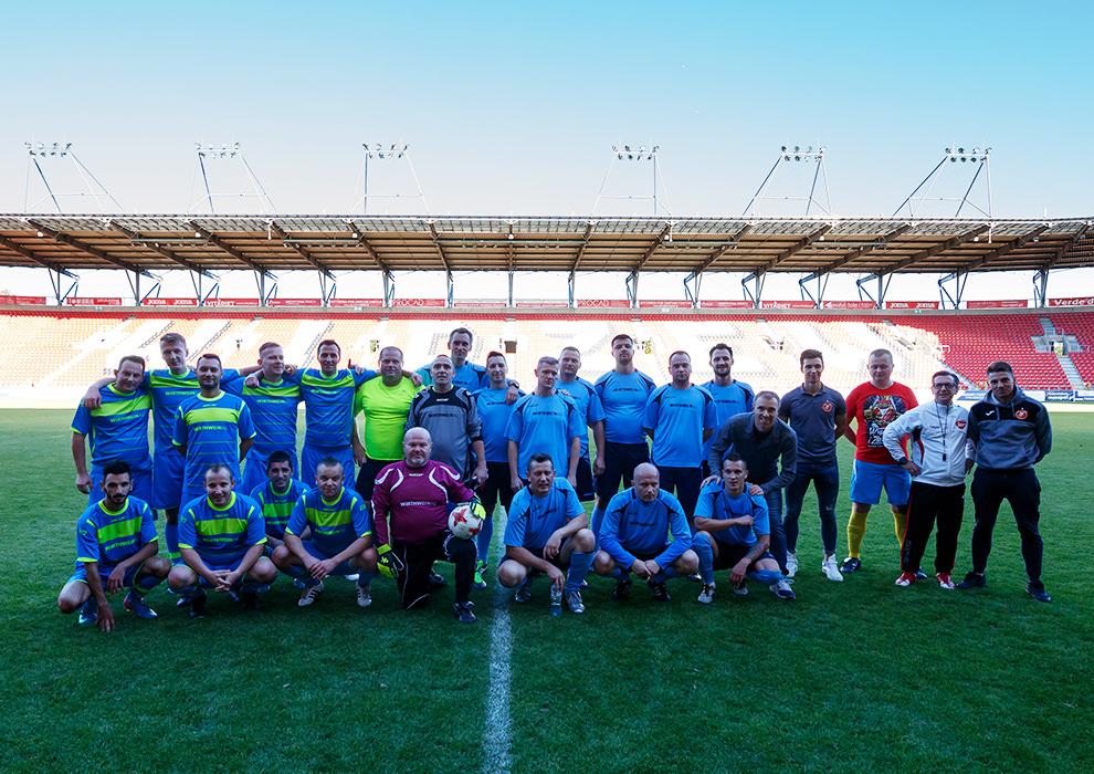 Fußballmannschaft mit Wirthwein Polska Trikots